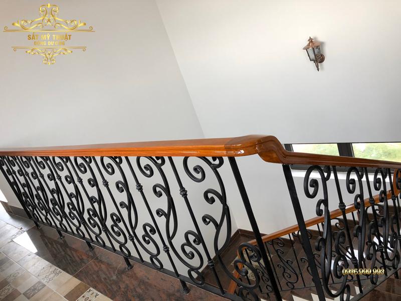 Cầu thang sắt nghệ thuật – CT19008