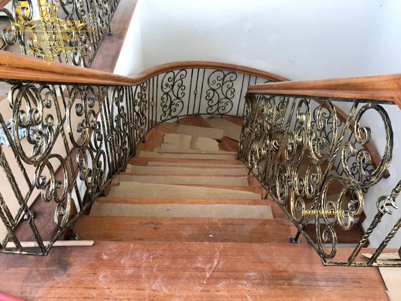 Cầu thang sắt nghệ thuật – CT19012