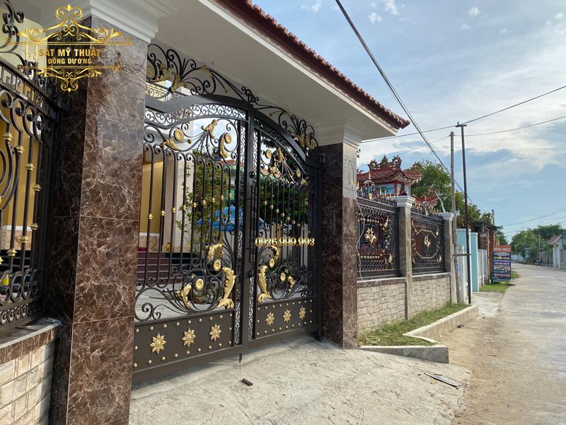 Cửa cổng sắt mỹ thuật nhà anh Minh – Đại Lộc, Quảng Nam